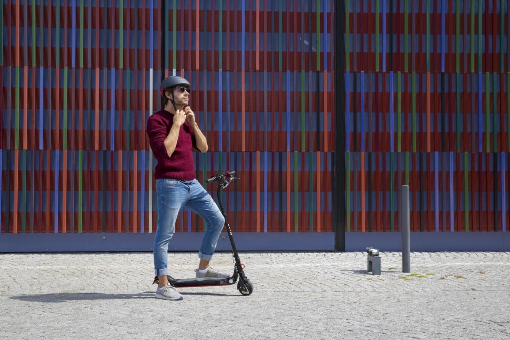 Seguro obligatorio y casco para los patinetes eléctricos en Barcelona