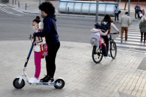 ¿Puedes llevar un pasajero en tu patinete eléctrico? Resolvemos todas las dudas